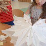 Tworzenie dekoracji podczas warsztatów Zero Waste