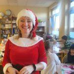 Uśmiechnięta Mikołajka w szkole